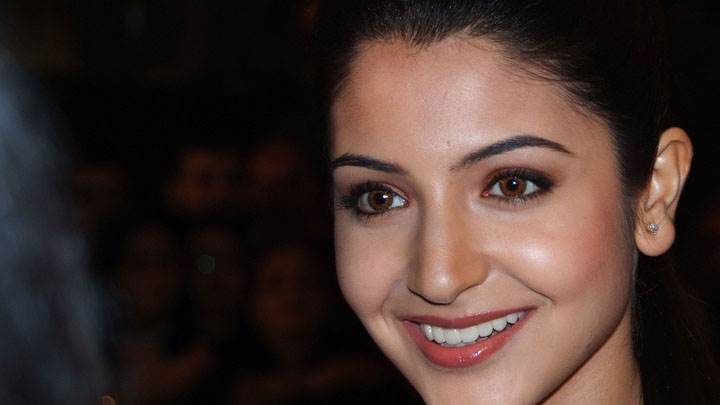 Anushka Sharma Wet Pink Lips And Cute Eyes Face Closeup
